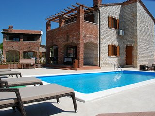 Villa Suzy - private tennis court and pool