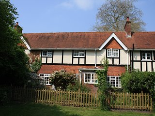 Charming New Forest Late Victorian Cottage Within Quiet Secluded Grounds
