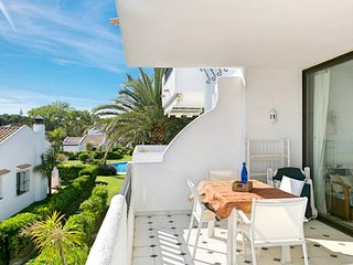 Apartment with community pool 50 m. from the beach