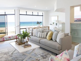 VOGUE HOLIDAY HOMES - TALLEBUDGERA BEACH HOUSE (HEATED POOL / LIFT / BEACHFRONT)