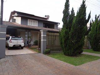 Celia . Casa Temporada Jardim Iguacu com Jacuzzi e Piscina