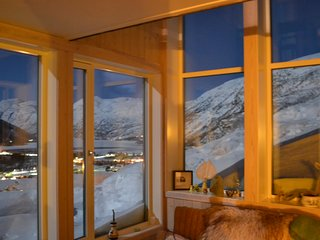 Architect-designed barn-lodge conversion, 150m2 near the mountains and fjords