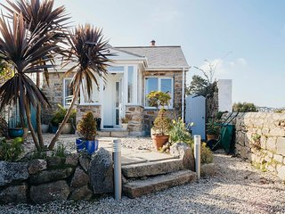 Sleeps 6, Parking, Garden, 4 Min Walk to Beach