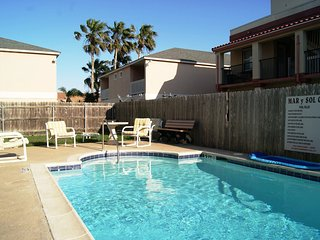 Mar y Sol #8 2-3 minute walk to beach access, CLOSE TO ENTERTAINMENT DISTRICT