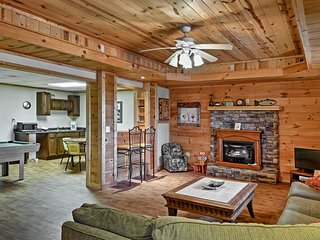NEW! Cozy 4BR Ellijay Cabin w/ Hot Tub & Game Room