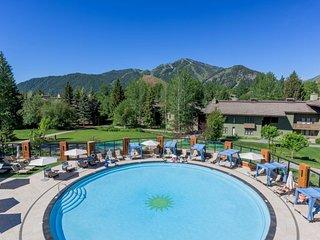 Convenient condo w/ Sun Valley Resort pool & hot tub, walk to Sun Valley Lake!