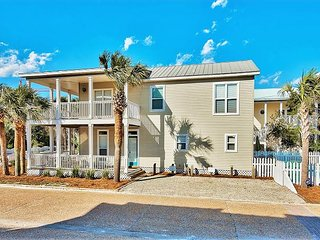 Newly Renovated Crystal Beach Home, Private POOL, Steps2Beach +FREE VIP Perks
