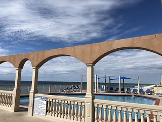 Oceanfront Sunrise Beach condo - Beach Service included and Free WIFI