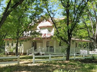 Quaint and Cozy Victorian Style Home in Historic Camp Verde, AZ! S051
