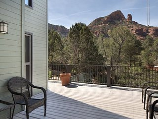 Beautiful Home With Views of Elephant Rock! - S091