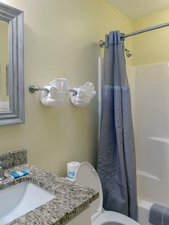 Other features are a square under-mounted sink, tile flooring & tub/shower.