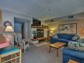NEW! Lakefront 2BR Lake Harmony Condo Near Skiing!