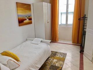 GORGEOUS TOWNHOUSE SLIEMA BEST LOCATION SINGLE BEDROOM NEXT TO ROCKY SANDY BEACH