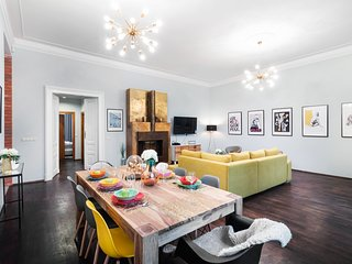 High-end Luxury Apartment in  Old Town V6