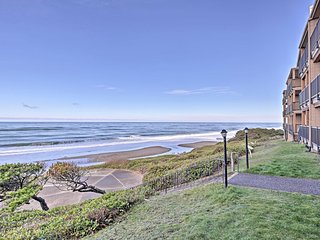 NEW! 2BR Lincoln City Beach Condo w/ Pool Access!