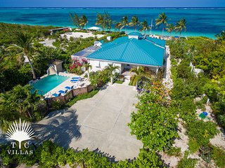 Conch Beach Villa 3BR on Grace Bay Beach with tons of Amenities and pool!