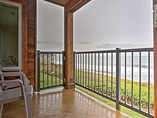 Resort Lincoln Condo w/Ocean Views & Pool Access!