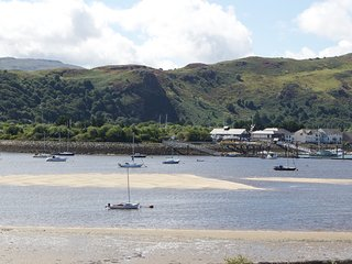 """NEW PROPERTY"" Flat 2 'Lodestar'- Maisonette (4 bedrooms) Holiday Home Deganwy"