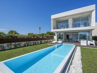 Espectacular villa de diseno con piscina privada, bbq, tv sat, 12 pax