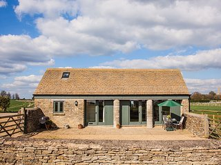 Picture perfect converted barn in the heart of the Cotswolds countryside