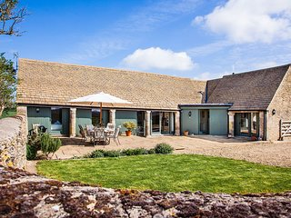 Wonderful Cotswold barn conversion in the heart of the Cotswold countryside