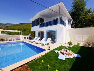 Charming Secluded 2 Bedroom Villa with Very Private Pool