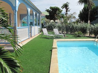VILLA SILOVE... Oh so charming, affordable, and 2 min walk to Orient Beach!
