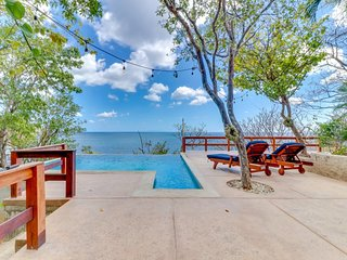 Long-term discounts: Oceanview home with private pool - walk to beach & dining!