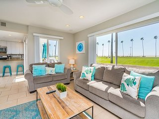 BEACHFRONT RENTAL RECENTLY REMODELED - Patio With Ocean Views