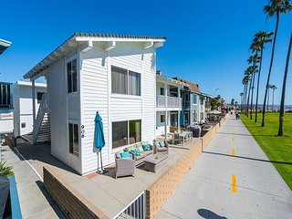 Recently Remodeled Second Floor Unit - Balboa Peninsula OCEANFRONT