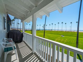 Upgraded Oceanfront Dream Relaxing Upper 3 BD 2 BA with incredible views