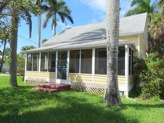 Magnolia Cottage- 206 Magnolia Avenue, Anna Maria