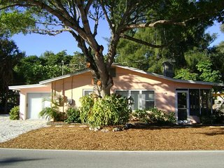La Casita- 699 North Shore Dr, Anna Maria