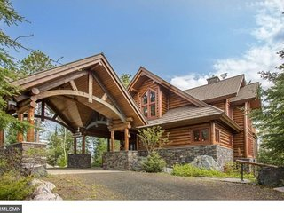 Eagle Point: Elite Wilderness Log Home with Welcoming Porte Cochere and Grand Vi