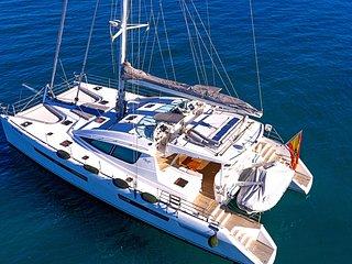 Vacaciones familiares a bordo de un exclusivo catamaran con tripulacion