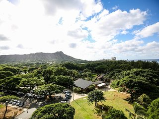 (NEW LISTING) 1 block to OCEAN/BEACH and WIDE OPEN SPACES!