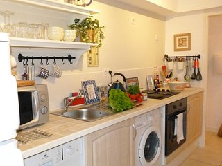 Monet, beautiful holiday apartment with parking in Sarlat, Dordogne