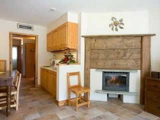 Spacious Mountain Apartment for an AMAZING Girls or Guys Skiing Trip!