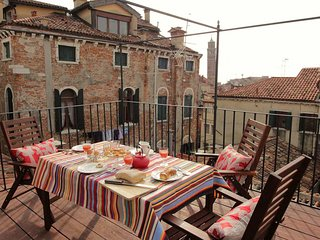 LUXURY BAROQUE CHIC APARTMENT IN THE HEART OF SAN MARCO WITH ROOF TERRACE
