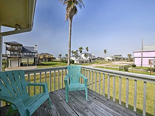 Galveston Home w/Outdoor Shower by Terramar Beach!