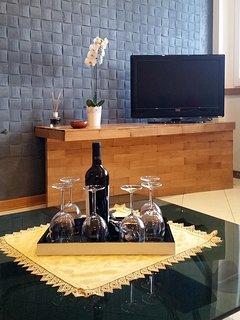 sala relax al piano terra con area salotto e area soggiorno dove potersi riunire in compagnia