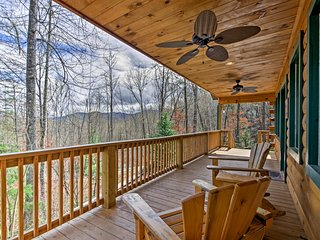 NEW! Cozy 1BR Cabin 2 Mi. to Downtown Bryson City!