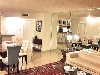 By Gvaldi - Downtown Miami - 2 Bed / 2 Bath - Awesome Water View