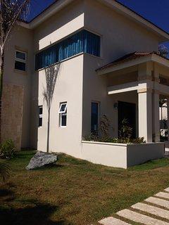 Luxurious 3,4,5 & 6 bedroom villas on the Caribbean in exclusive VIP resort