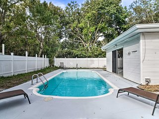 Central Largo Townhome w/Sunroom & Backyard Pool!