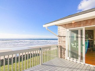 Newly Remodeled Ocean Front Home In Road's End w/ Fabulous Amenities!