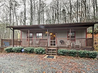 NEW! 2BR Cabin in Great Smoky Mountains w/ Hot Tub