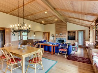 Dog-friendly, modern rustic house w/ bay view, easy beach access