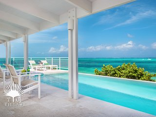 Beach Villa Sandstone, a 4BR with great snorkeling on Grace Bay Beach