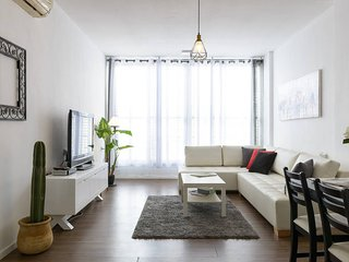 TLV apartments - 2 bedrooms  - up to 6 guest. Walking distance to the beach